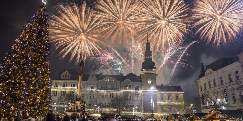 Vánoční trhy rozzářil mikulášský ohňostroj [fotoreport + video]