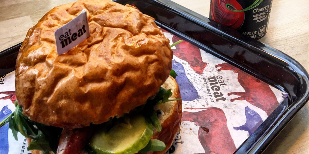 Zrzka vyrazila na Bacon Burger do Eatmeat