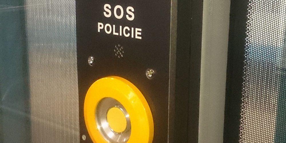 V tramvajích budeme pod dohledem kamer a nově si přivoláme pomoc přes SOS tlačítko