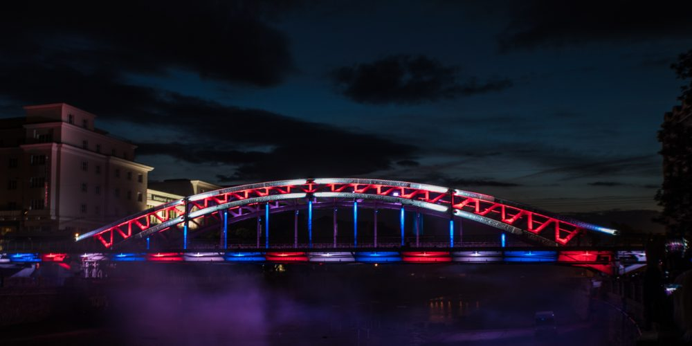 Nově osvětlený most Miloše Sýkory je novou noční dominantou Ostravy