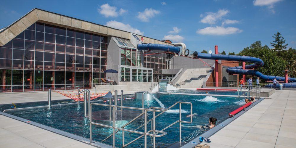 Nový venkovní areál krytého bazénu v Ostravě Porubě uvítal první návštěvníky