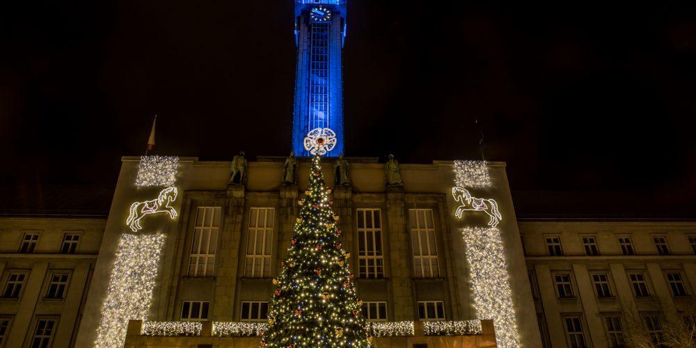 Slavnostní rozsvícení vánočních stromů v centru přihlížely tisíce lidí