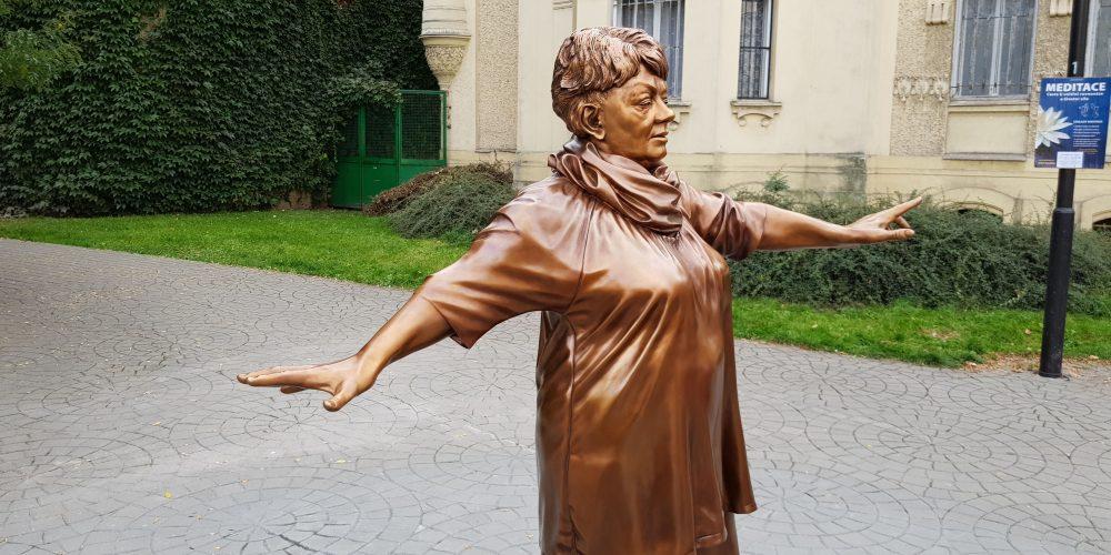 Dnes byla v Husově sadu odhalena socha Věry Špinarové