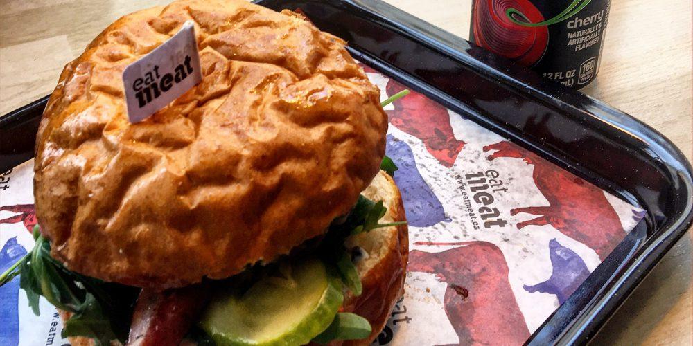 Zrzka vyrazila na Bacon Burger do Eatmeat