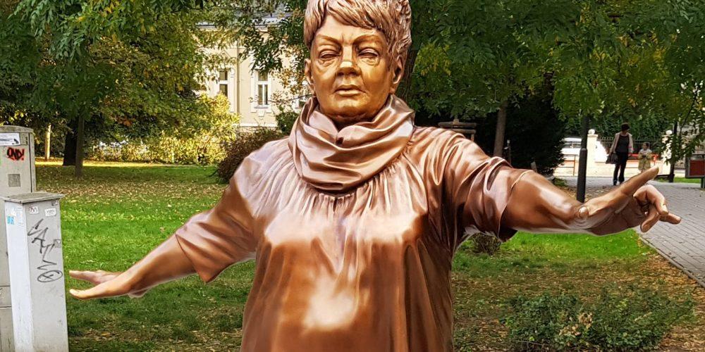 Na internetu vznikla petice k odstranění sochy Věry Špinarové