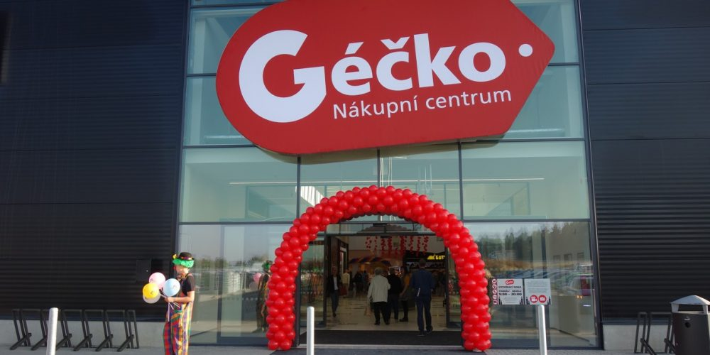Dnes bylo slavnostně otevřeno nové nákupní centrum Géčko