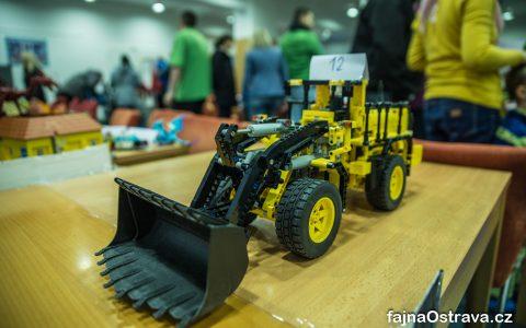 Lego Technic Bagr s motorem